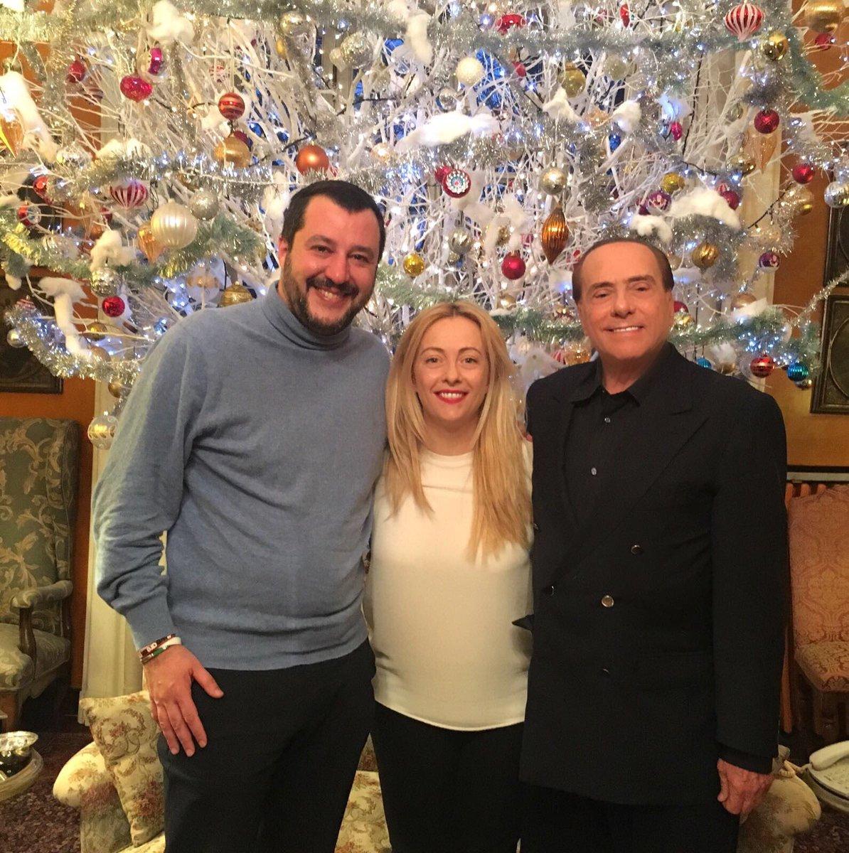 Centrodestra corre unito, Berlusconi, Salvini e Meloni firmano alleanza