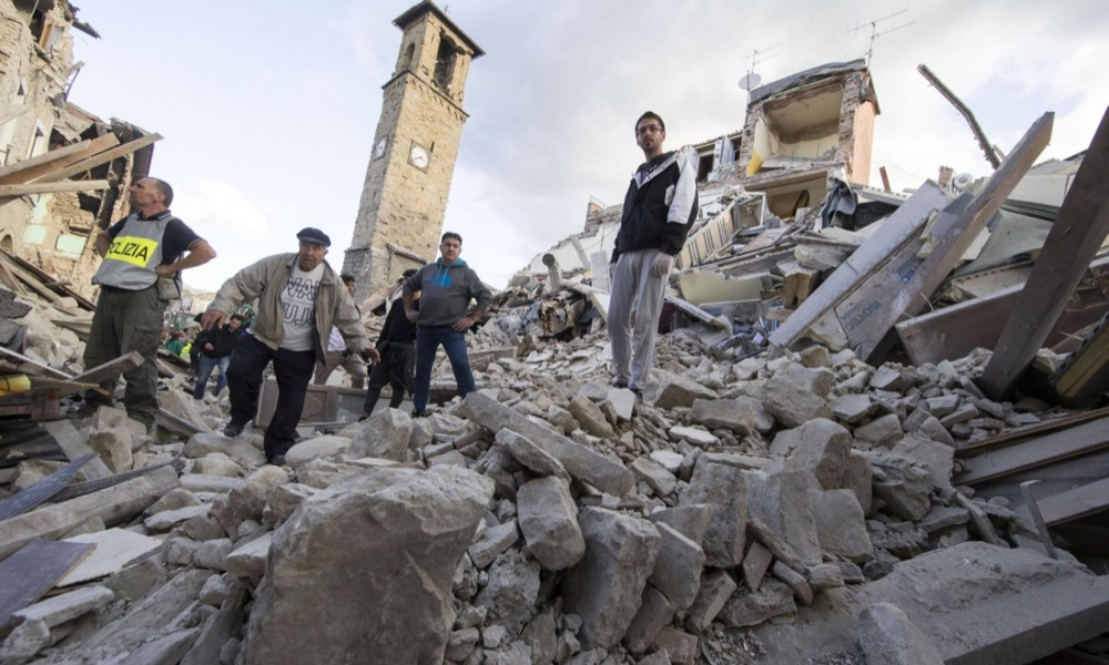 Terremoto,sale il numero delle vittime:grida sotto le macerie